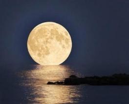 Moon-over-ocean1