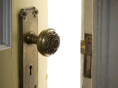 door-closing.jpg